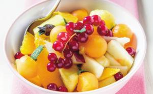 Insalata di frutta e yogurt